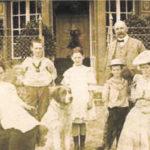 Ortsgründer Wilhelm Mühler (hinten rechts) mit seiner Familie. Das Foto entstand um 1906.